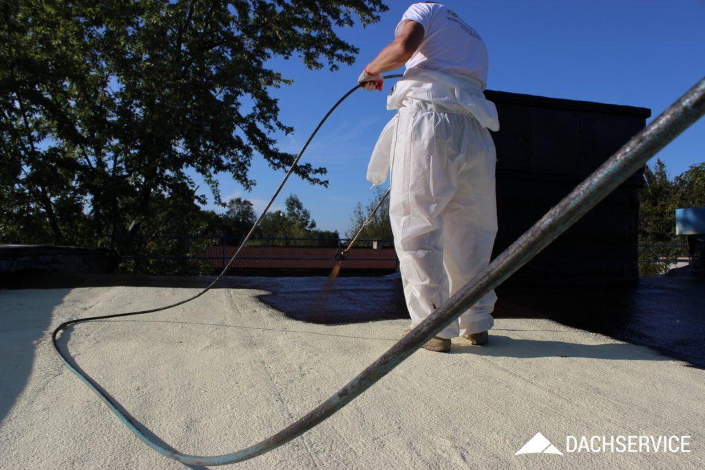 Izolacja dachu płaskiego gumą w płynie