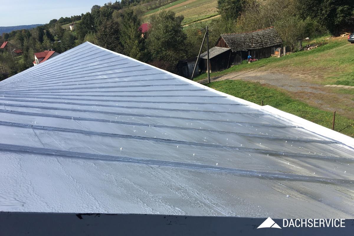 Uszczelnienie dachu kościoła gumą w płynie