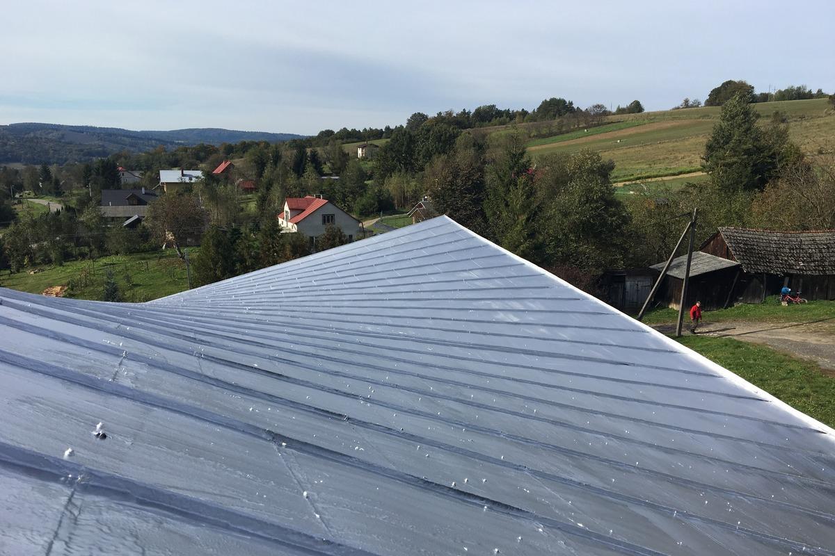 Uszczelnienie dachu kościoła płynną gumą