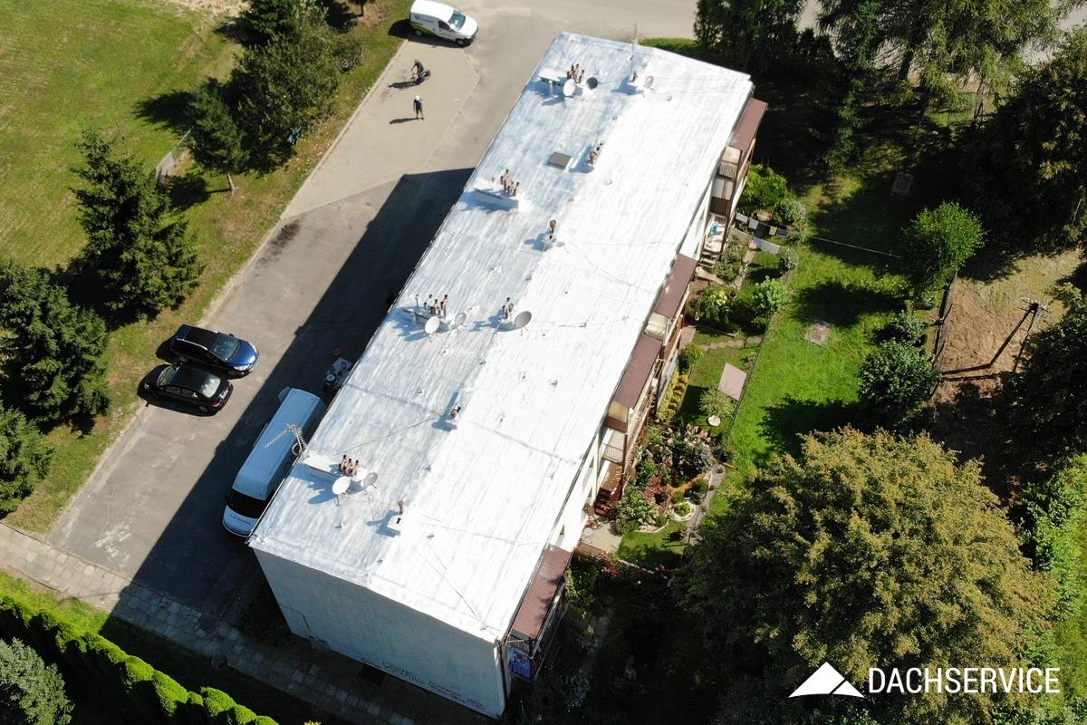 Naprawa dachu na bloku
